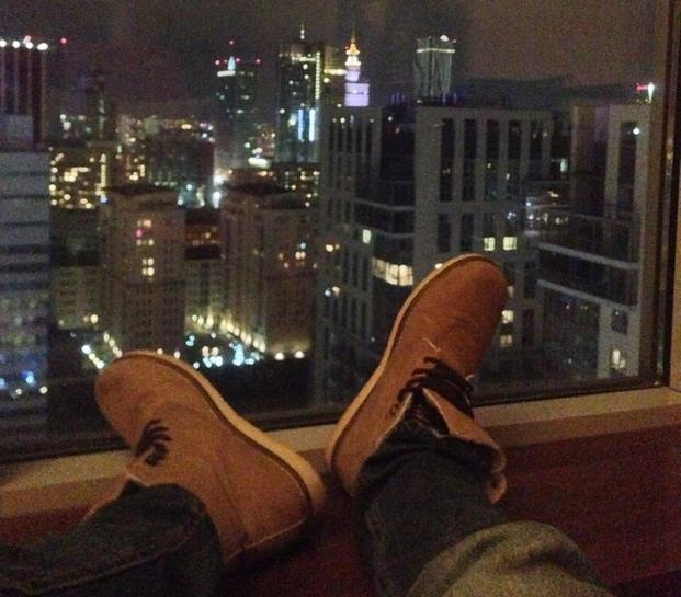 мир у моих... ботинок